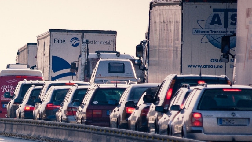 Facing fatigue as a fleet driver within heavy traffic and how to manage it as a professional fleet driver